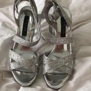 NINA NEW YORK silver metallic heels size 7 worn 1x